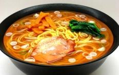 Муляж острого супа рамен на свином бульоне