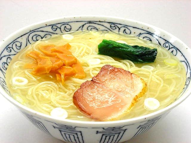 Муляж супа рамен на свином бульоне
