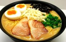Муляж супа рамен с жареной свининой