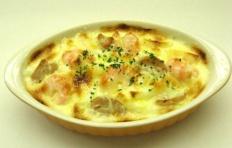 Муляж картофельной запеканки с креветками и грибами