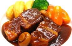 Муляж тушёной говядины с овощами гриль