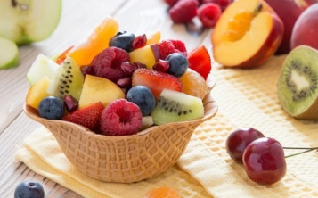 "Dessert ""Fruit in a waffle cup"""