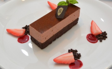 Стоимость муляжа «Chocolate cake with raspberry coulis» 164 $