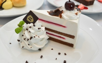 Стоимость муляжа «Schwarzwald cake, with marinated sweet cherries» 173 $