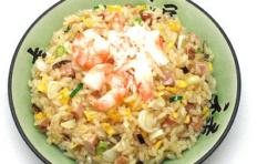Муляж блюда «Чахан с мясом краба и креветками»