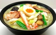 Муляж блюда «Суп Рамен с морепродуктами и мясом свинины»