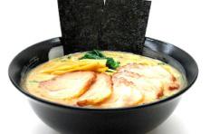 Муляж блюда «Суп Рамен с пятью пластинами свинины».