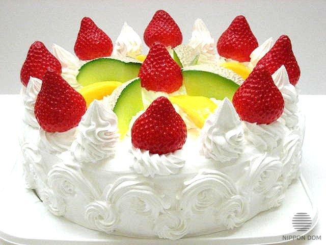 Муляж торта с дыней, манго и клубникой
