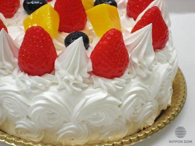 Муляж торта с клубникой и черникой