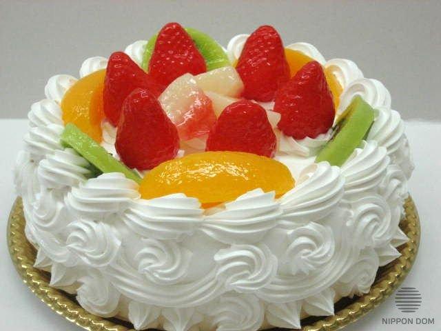 Муляж торта с персиками, клубникой и киви