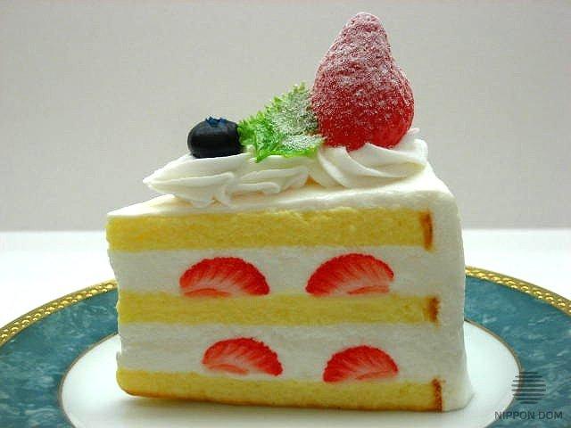Муляж торта из песочного теста с клубникой и черникой