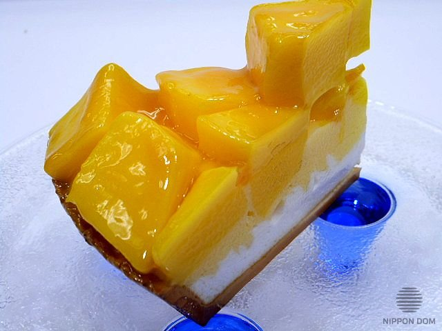 A model of cheesecake with mango