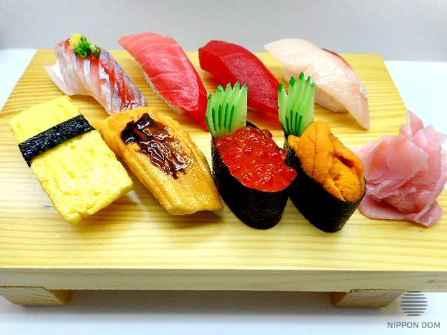 A replica of sushi set (8 pieces+ginger)