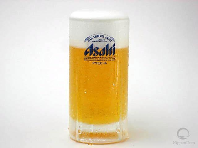 Муляж запотевшей кружки пива Asahi