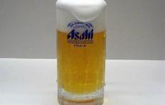 Муляж запотевшей кружки пива «Asahi» с пышной пеной (435 мл)