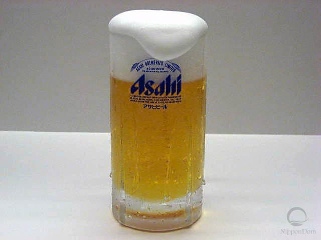 """Муляж запотевшей кружки пива """"Asahi"""" с пышной пеной (435 мл)"""