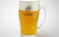 Муляж запотевшей кружки пива «Yebisu» (435 мл)