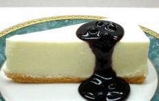 Муляж чизкейка с черничным соусом
