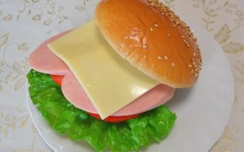 Стоимость муляжа «Чизбургер» 157 $