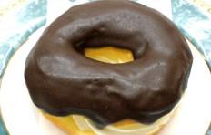 Муляж пончика «Шоколадное кольцо с кремом»-L