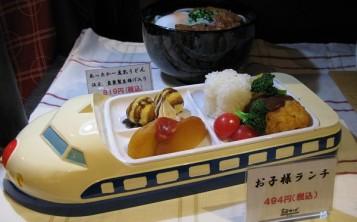 Муляж блюда из детского меню в оригинальной посуде
