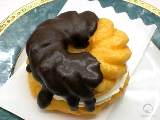 """Муляж пончика """"Шоколадный французский крейсер с кремом"""""""