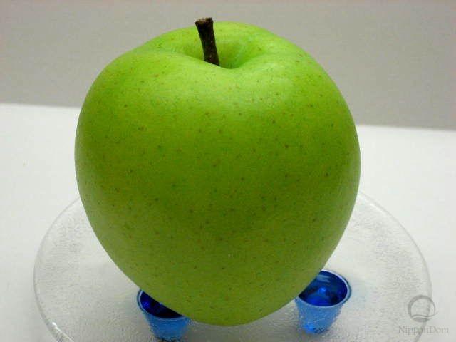 Муляж зеленого яблока