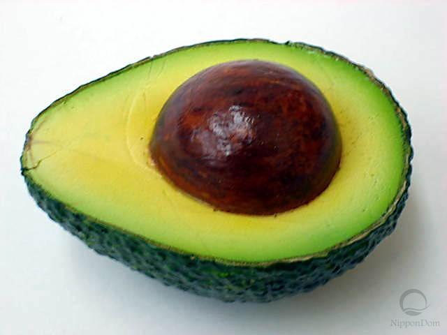 Муляж половинки авокадо