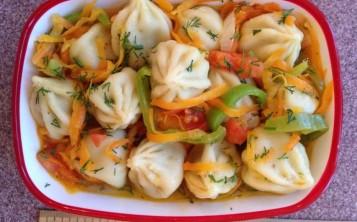 Хинкали с овощной подливкой
