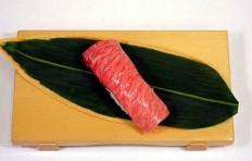 Муляж суши «тунец жирный»-1
