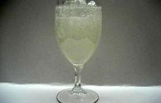 Муляж лимонада в бокале