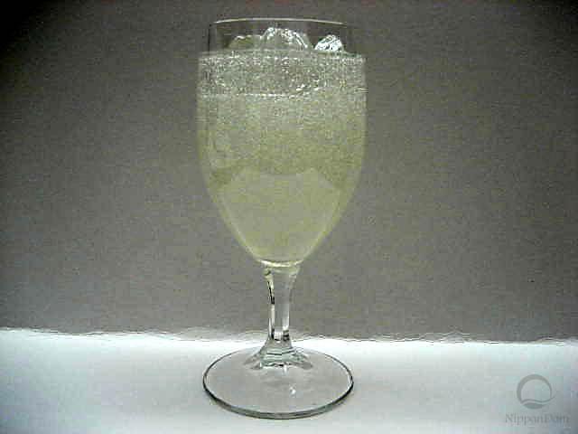 Лимонад в бокале