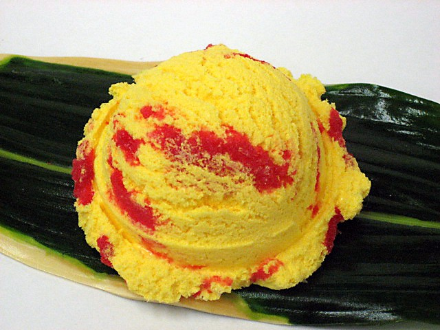 Манго с клубничным джемом