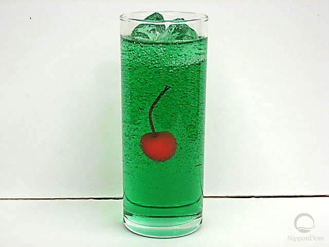 Газированная вода со вкусом дыни, украшенная вишенкой