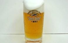 Муляж запотевшей кружки пива «Kirin» с пышной пеной (435 мл)