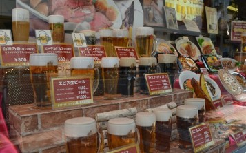 All kinds of beer, which can be ordered in the bar, are presented in the display case.