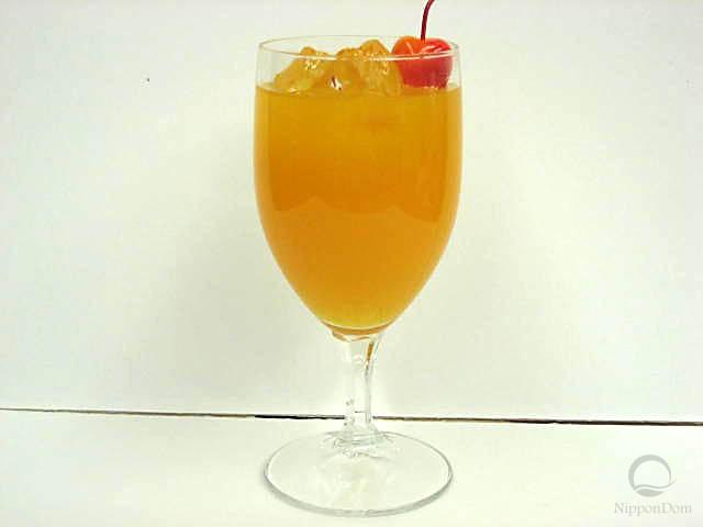 Муляж апельсинового сока в бокале с вишенкой