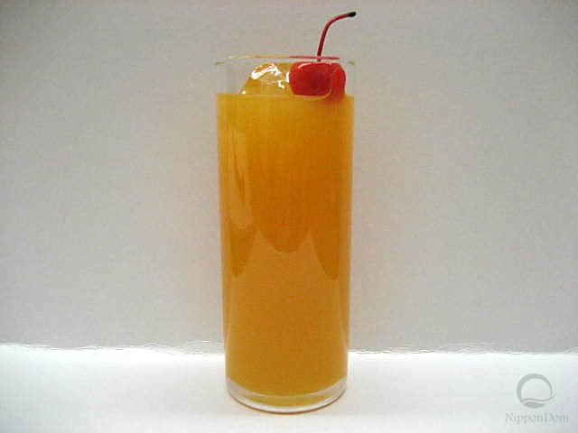 Муляж апельсинового сока с вишенкой