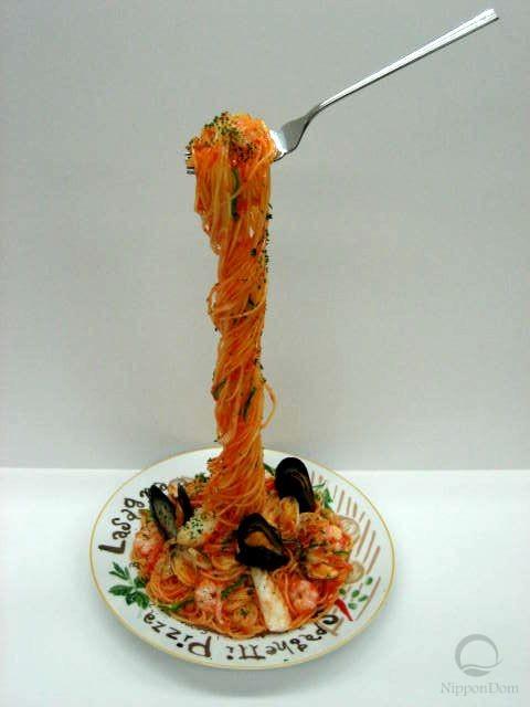 Муляж спагетти Пескаторе на вилке