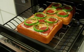 Для увеличения продаж кухонной техники используют муляжи блюд.