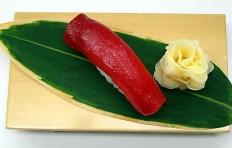 Муляж суши «красный тунец (16)»