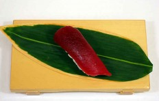 Муляж суши «красный тунец (2)»