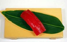 Муляж суши «красный тунец (4)»