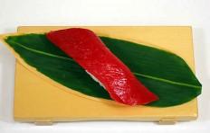 Муляж суши «красный тунец (7)»