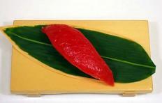 Муляж суши «красный тунец (8)»