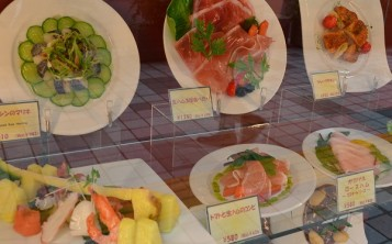 Ресторан «Asahisupadrai». Витрина.