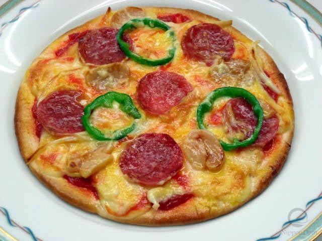 Муляж пиццы с салями и грибами