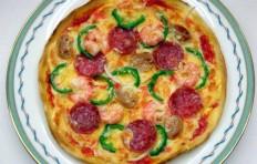Муляж пиццы с салями и креветками (20см)-1