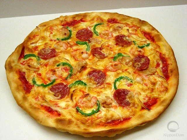 Муляж пиццы с салями и креветками