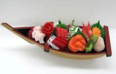 Макет лодки с сашими